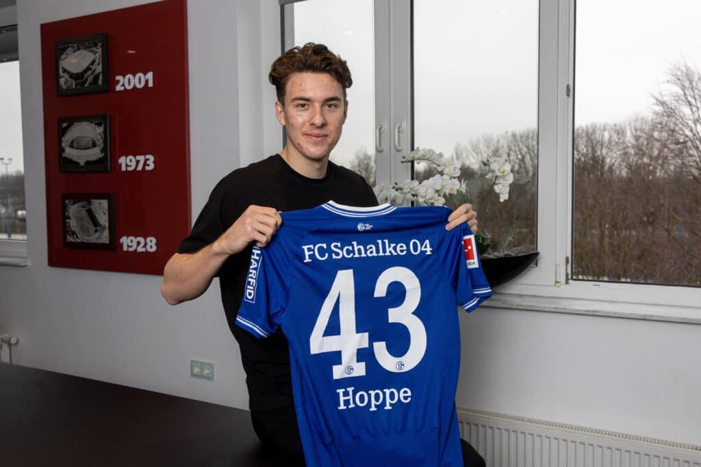 Hoppe signe son contrat avec Schalke 04